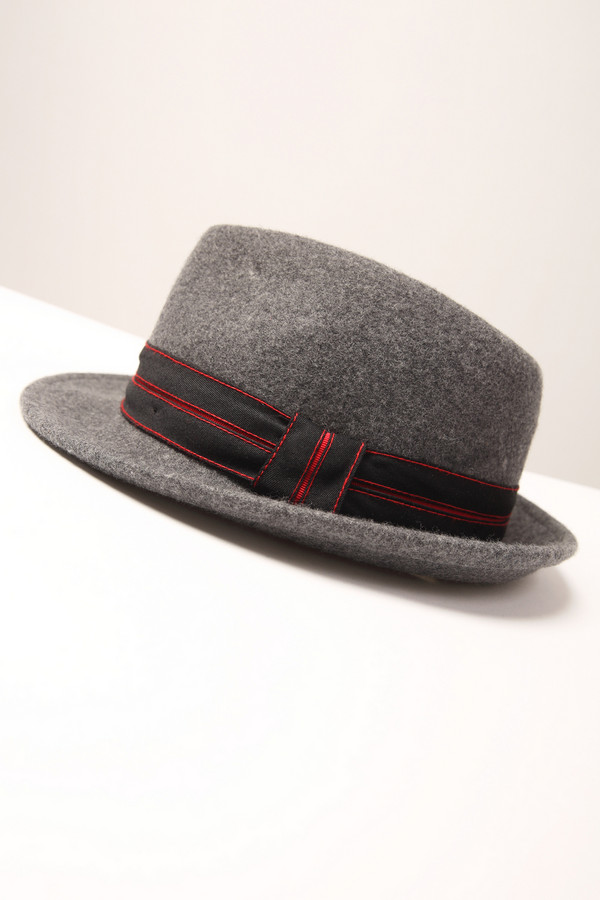 Шляпа WegenerШляпы<br><br><br>Размер RU: 61<br>Пол: Мужской<br>Возраст: Взрослый<br>Материал: шерсть 100%<br>Цвет: Серый