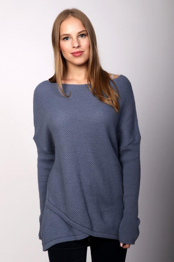 Пуловер Betty BarclayПуловеры<br>Пуловер синего цвета фирмы Betty Barclay. Ткань состоит из 90% полиакрила и 10% шерсти. Модель выполнена прямым покроем. Пуловер дополнен овальным воротом, приспущенным, длинным рукавом. Изделие удлинённого фасона. Эффектно смотрится с брюками, вытягивая фигуру и делая ее стройнее.