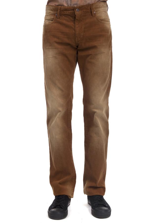 Брюки Boss OrangeБрюки<br>Вельветовые коричневые брюки Boss Orange прямого кроя. Изделие дополнено: шлевками для ремня, пятью стандартными карманами и декоративными потертостями. Брюки прекрасно будут смотреться как с рубашками, так и с футболками.<br><br>Размер RU: 48(L34)<br>Пол: Мужской<br>Возраст: Взрослый<br>Материал: хлопок 98%, эластан 2%<br>Цвет: Коричневый