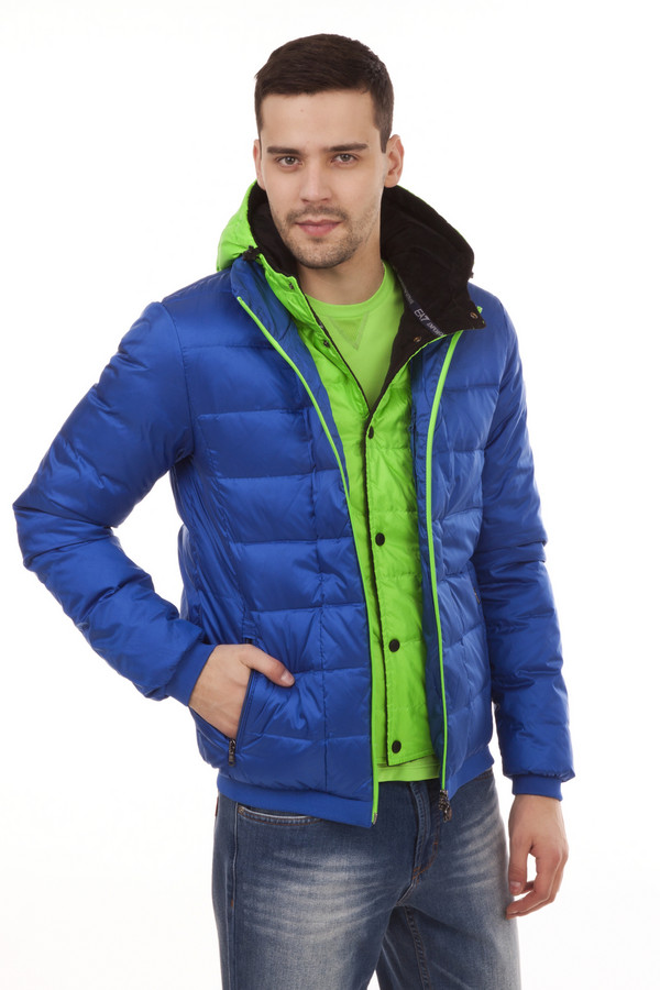Куртка EA7Куртки<br>Яркий пуховик от бренда EA7 прямого кроя выполнен из плотного материала комбинированных цветов, синего и салатового. Изделие дополнено: капюшоном, воротником-стойка, двумя боковыми карманами на молнии, центральной застежкой-молния и внутренней ветрозащитой на застежке-кнопка. Манжеты и нижний кант оформлены вязанной трикотажной эластичной резинкой.   Утеплитель 80% пух, 20 % перо.<br><br>Размер RU: 50-52<br>Пол: Мужской<br>Возраст: Взрослый<br>Материал: полиэстер 62%, полиамид 38%<br>Цвет: Разноцветный