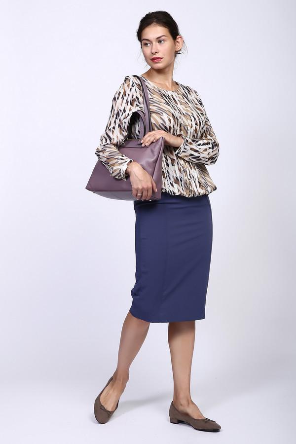 Юбка Just ValeriЮбки<br>Классическая юбка-карандаш с подкладкой от бренда Just Valeri выполнена в приятном синем оттенке. Изделие дополнено застежкой-молния по спинке, двумя прорезными карманами и шлицей. Такие юбки являются неотъемлемой часть базового гардероба. Она придает серьезности вашему аутфиту. Идеально смотрится как с белыми рубашками, так и с футболками.