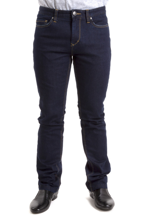 Классические джинсы Just ValeriКлассические джинсы<br>Мужские джинсы Just Valeri выполнены из денима темно-синего цвета. Изделие дополнено: пятью стандартными карманами, шлевками для ремня. Модель застегивается на молнию и фиксируется на пуговицу. Джинсы утепленные подкладкой.<br><br>Размер RU: 52<br>Пол: Мужской<br>Возраст: Взрослый<br>Материал: хлопок 95%, лайкра 2%, полиэстер 3%<br>Цвет: Синий