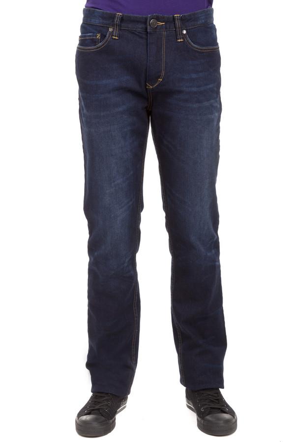 Классические джинсы Just ValeriКлассические джинсы<br>Мужские джинсы Just Valeri выполнены из денима синего цвета. Изделие дополнено: пятью стандартными карманами, шлевками для ремня, искусственными потертостями и эффектом состарености. Модель застегивается на молнию и фиксируется на пуговицу. Джинсы утепленные подкладкой.<br><br>Размер RU: 54К<br>Пол: Мужской<br>Возраст: Взрослый<br>Материал: хлопок 95%, лайкра 2%, полиэстер 3%<br>Цвет: Синий