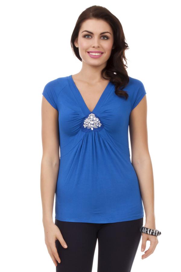 Футболка PezzoФутболки<br>Женственная синяя футболка Pezzo приталенного кроя. Изделие дополнено: v-образным вырезом и короткими рукавами. Зона декольте декорирована бисером и стразами.<br><br>Размер RU: 48<br>Пол: Женский<br>Возраст: Взрослый<br>Материал: эластан 5%, вискоза 95%<br>Цвет: Синий