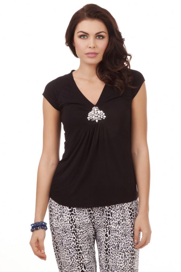 Футболка PezzoФутболки<br>Женственная черная футболка Pezzo приталенного кроя. Изделие дополнено: v-образным вырезом и короткими рукавами. Зона декольте декорирована бисером и стразами.<br><br>Размер RU: 44<br>Пол: Женский<br>Возраст: Взрослый<br>Материал: эластан 5%, вискоза 95%<br>Цвет: Чёрный
