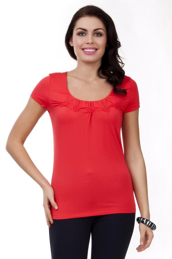 Футболка PezzoФутболки<br>Однотонная красная футболка Pezzo приталенного кроя. Изделие дополнено: u-образным вырезом и короткими рукавами. Зона декольте оформлено объемными складками в виде цветов.<br><br>Размер RU: 42<br>Пол: Женский<br>Возраст: Взрослый<br>Материал: эластан 5%, вискоза 95%<br>Цвет: Красный