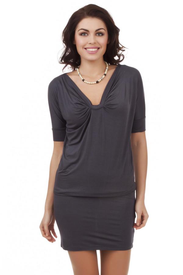 Вечернее платье PezzoВечерние платья<br>Модное темно-серое платье-блузон Pezzo. Изделие дополнено: v-образным вырезом и короткими рукавами. Платье выполнено из вискозного материала с добавлением эластана.<br><br>Размер RU: 44<br>Пол: Женский<br>Возраст: Взрослый<br>Материал: эластан 5%, вискоза 95%<br>Цвет: Серый
