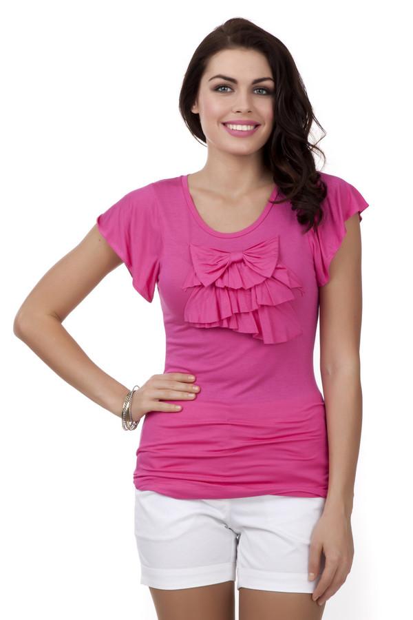 Футболка PezzoФутболки<br>Легкая женская футболка цвета фуксии от бренда Pezzo прилегающего кроя выполнена из вискозного материала с незначительным добавлением спандекса. Изделие дополнено: u-вырезом и короткими рукавами-клин. В зоне декольте футболка декорирована рюшами и бантом в цвет изделия. Прекрасный вариант для использования в повседневном стиле и сочетании как с   юбками  , так и с   шортами  .<br><br>Размер RU: 42<br>Пол: Женский<br>Возраст: Взрослый<br>Материал: вискоза 95%, спандекс 5%<br>Цвет: Розовый
