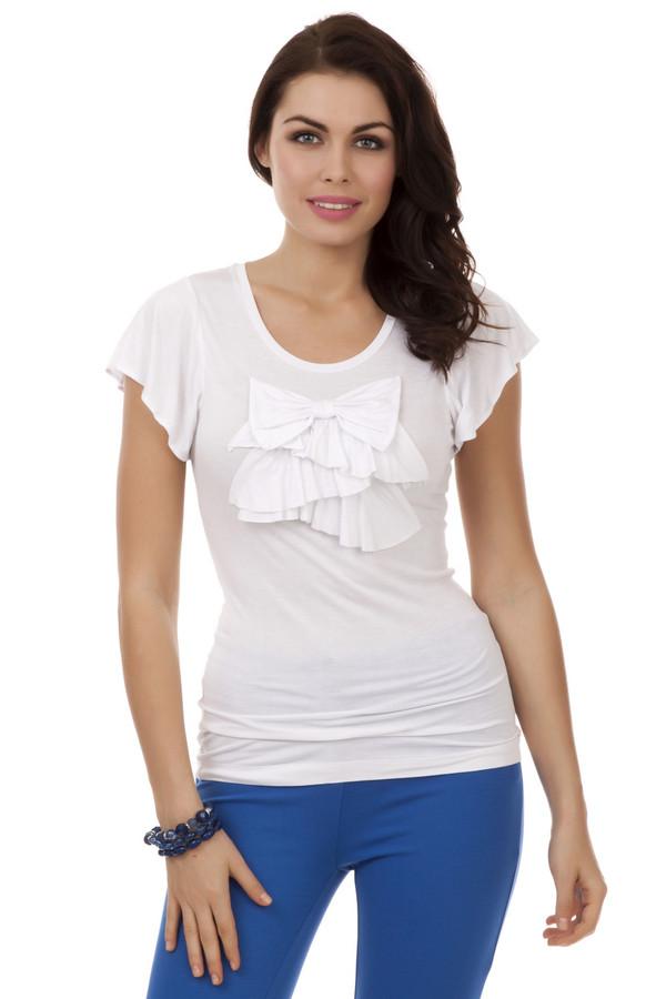 Футболка PezzoФутболки<br>Легкая женская футболка белого цвета от бренда Pezzo прилегающего кроя выполнена из вискозного материала с незначительным добавлением спандекса. Изделие дополнено: u-вырезом и короткими рукавами-клин. В зоне декольте футболка декорирована рюшами и бантом в цвет изделия. Прекрасный вариант для использования в повседневном стиле и сочетании как с  юбками , так и с  шортами .<br><br>Размер RU: 48<br>Пол: Женский<br>Возраст: Взрослый<br>Материал: вискоза 95%, спандекс 5%<br>Цвет: Белый