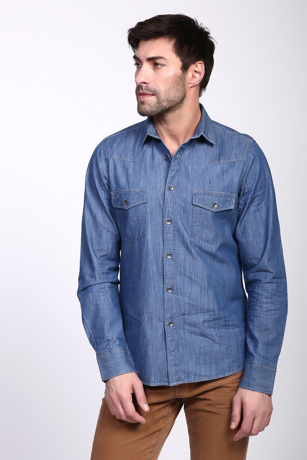 Рубашка с длинным рукавом PezzoДлинный рукав<br>Рубашка с длинными рукавами синего цвета от бренда Pezzo. Модель выполнена прямым фасоном. Изделие дополнено откладным воротом на стойке, застежка на пуговицы, втачными, длинными рукавами с манжетами на пуговицу, передними карманами с клапанами на пуговицу. Ткань состоит из 100% хлопка. Комбинировать можно с различными брюками.