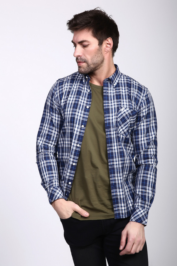 Рубашка с длинным рукавом PezzoДлинный рукав<br>Рубашка с длинными рукавами синего цвета от бренда Pezzo. Ткань имеет клетчатый принт. Модель выполнена прямым фасоном. Изделие дополнено откладным воротом на стойке, застежка на пуговицы, втачными, длинными рукавами с манжетами на пуговицу, передним, накладным карманом. Ткань состоит из 100% хлопка. Комбинировать можно с различными брюками.