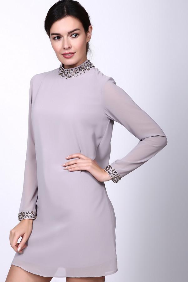 Платье PezzoПлатья<br>Платье серого цвета от бренда Pezzo. Модель выполнена прямым фасоном. Изделие дополнено круглым воротом стойка, втачными, длинными рукавами, задней застежка молния на крючки. Окружность ворота и рукава украшены стразами. Ткань состоит из 100% полиэстер. Такая модель подходит молодым девушкам для различных мероприятий.