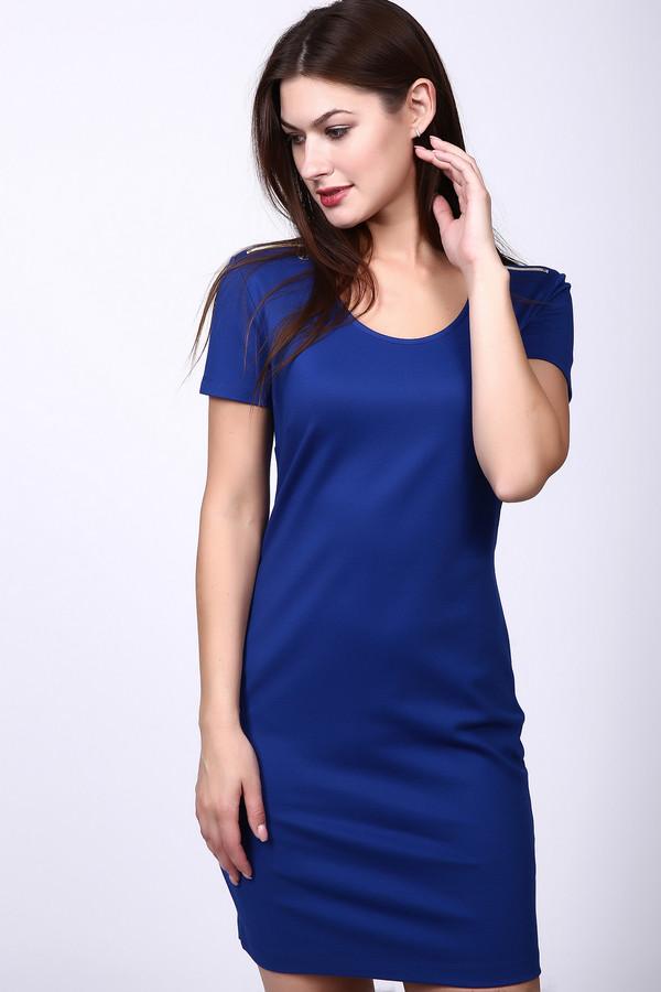 Платье Just ValeriПлатья<br>Платье синего цвета фирмы Just Valeri. Ткань состоит из 74% вискозы, 20% нейлона и 6% спандекса. Модель выполнена прямым покроем. Платье дополнено округлым воротом, втачными, короткими рукавами. По плечевому шву находятся застежки на молнию. Такое платье подчеркивает вашу фигуру. Гармонировать может с пиджаками и жакетами.