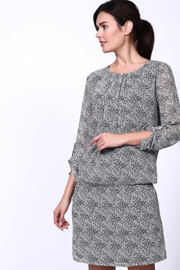 Платье Betty and CoПлатья<br>Платье Бетти Барклай серого цвета. Модель свободного покроя. Ворот округлый, в передней части ворота немного присборено. Рукава длинные, с помощью небольшой планки с застежкой на пуговицу можно изменить длину рукава .Ниже пояса платье вшита резинка, в боковых швах сделаны скрытые внутренние карманы. Фасон данной модели придает легкость образу.<br><br>Размер RU: 42<br>Пол: Женский<br>Возраст: Взрослый<br>Материал: полиэстер 100%, Состав_подкладка полиэстер 100%<br>Цвет: Серый
