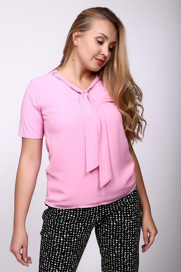 Блузa Frank WalderБлузы<br>Блуза розового цвета фирмы Frank Walder. Ткань состоит из 7% эластана и 93% вискозы. Модель дополнена округлым воротом, короткими втачными рукавами. На передней части блузы ворот декорирует тесьма выполненная в виде галстука. Блуза прямого покроя. Длина - до бедер. Модель очень женственна и романтична. Благодаря цвету можно сделать свой образ более эффектным.