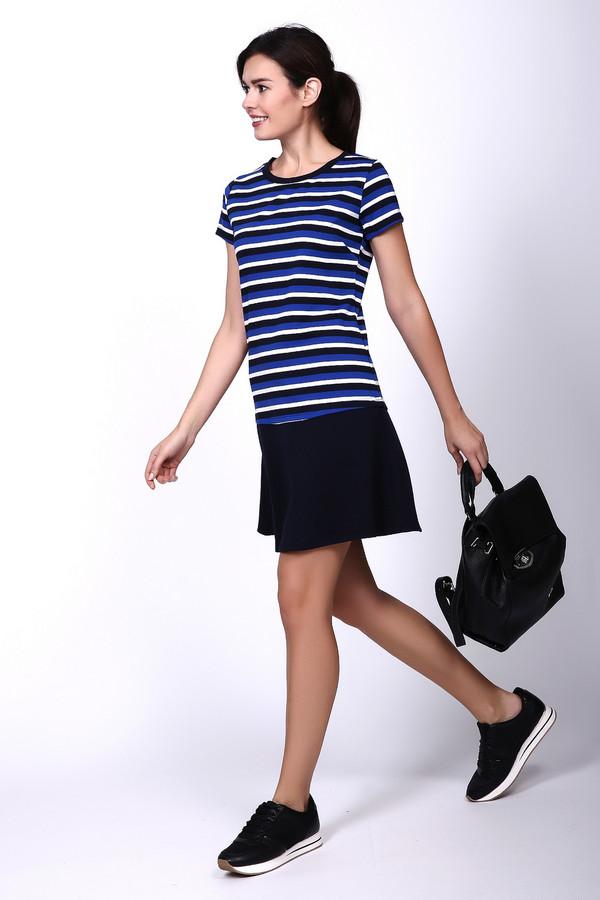 Платье PezzoПлатья<br>Платье синего цвета фирмы Pezzo. Модель выполнена с отрезной, заниженной талией. Изделие дополнено округлым воротом, короткими рукавами, задняя застежка молния. Окружность ворота обшита бейкой синего цвета. Верхняя часть платья изготовлена из ткани с полосатым принтом, юбка - однотонного цвета. Состав ткани: 60% полиэстер, 5% спандекс, 35% район. Такая модель может подходить для отдыха и встречи с друзьями.