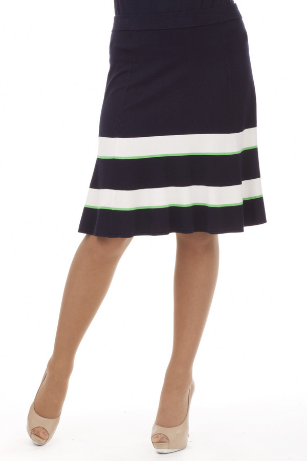 Юбка PezzoЮбки<br>Трикотажная женственная юбка от бренда Pezzo выполнена из приятной на ощупь пряжи темно-синего цвета с полосатым узором белого и зеленого цвета. Изделие дополнено эластичным поясом. Юбка длинной до колена.<br><br>Размер RU: 46<br>Пол: Женский<br>Возраст: Взрослый<br>Материал: вискоза 80%, нейлон 20%<br>Цвет: Синий