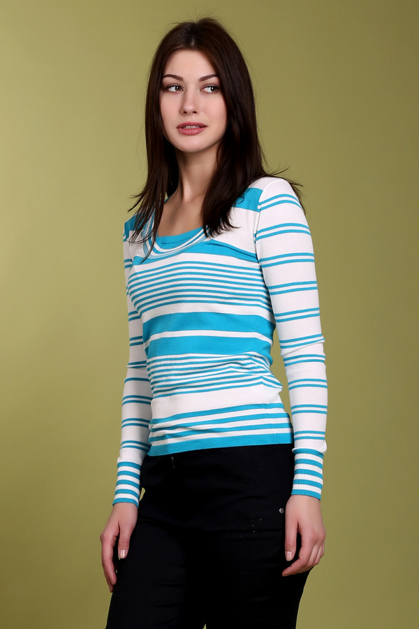 Пуловер PezzoПуловеры<br>Модный женский пуловер от бренда Pezzo. Это пуловер в белую и голубую полоску. Изделие дополнено: квадратным вырезом и длинным рукавом. Состав материала из которого пошит пуловер, на 65% состоит из вискозы и на 35% из нейлона.<br><br>Размер RU: 52<br>Пол: Женский<br>Возраст: Взрослый<br>Материал: вискоза 65%, нейлон 35%<br>Цвет: Разноцветный