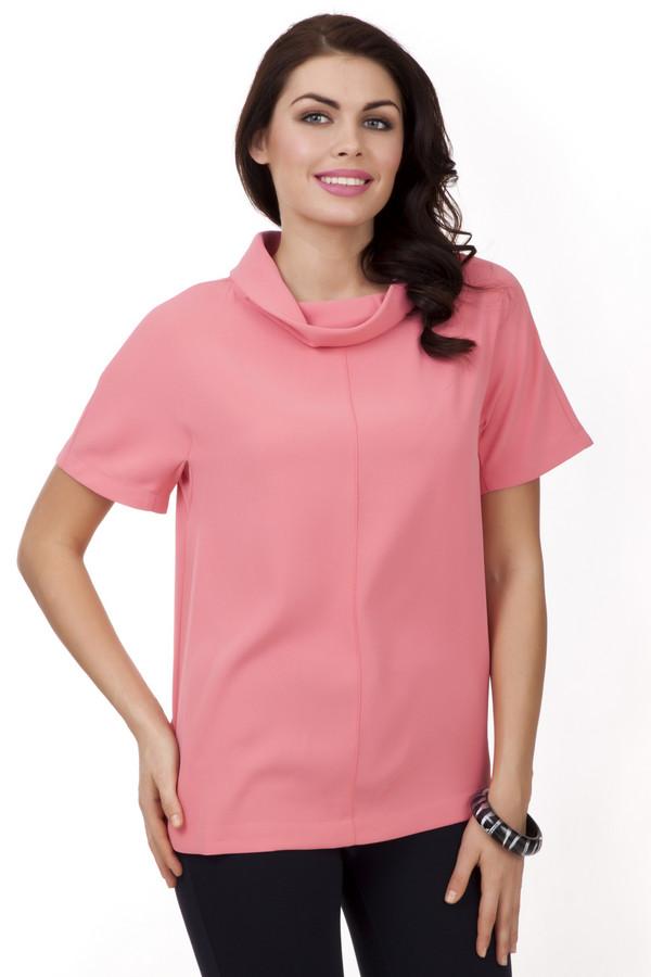 Блузa PezzoБлузы<br>Пурпурно-розовая блуза Pezzo свободного кроя. Изделие дополнено: воротником-хомут и короткими рукавами. Блуза добавит яркости повседневному образу и прекрасно будет смотреться с  брюками .<br><br>Размер RU: 50<br>Пол: Женский<br>Возраст: Взрослый<br>Материал: полиэстер 100%<br>Цвет: Розовый