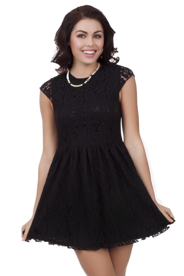Вечернее платье Just ValeriВечерние платья<br>Нежное платье Just Valeri черного цвета с кружевным материалом приталенного кроя. Изделие дополнено: круглым вырезом и короткими рукавами. Подкладка из приятного на ощупь материала. На спинке расположена скрытая застежка-молния.<br><br>Размер RU: 50<br>Пол: Женский<br>Возраст: Взрослый<br>Материал: хлопок 65%, нейлон 36%<br>Цвет: Чёрный