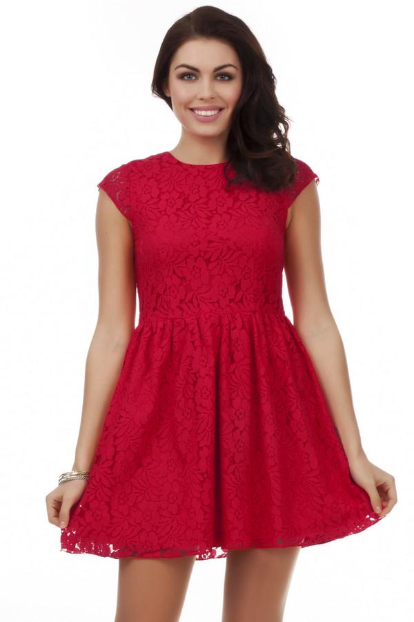Вечернее платье Just ValeriВечерние платья<br>Нежное платье Just Valeri красного цвета с кружевным материалом приталенного кроя. Изделие дополнено: круглым вырезом и короткими рукавами. Подкладка из приятного на ощупь материала. На спинке расположена скрытая застежка-молния.<br><br>Размер RU: 48<br>Пол: Женский<br>Возраст: Взрослый<br>Материал: хлопок 65%, нейлон 36%<br>Цвет: Красный