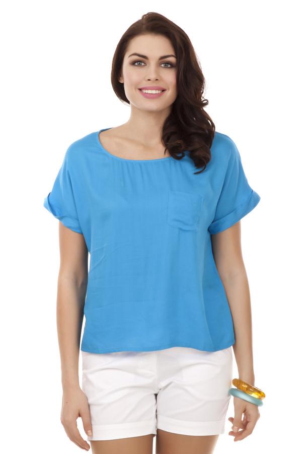 Блузa PezzoБлузы<br>Яркая вискозная блуза Pezzo выполнена в голубом цвете свободного кроя. Изделие дополнено: круглым вырезом, короткими рукавами и нагрудным карманом. Стильная, летняя блуза прекрасно смотрится с  шортами .<br><br>Размер RU: 42<br>Пол: Женский<br>Возраст: Взрослый<br>Материал: вискоза 100%<br>Цвет: Голубой