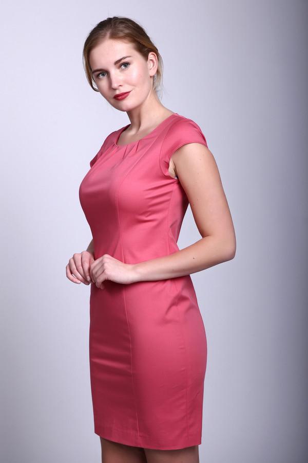 Платье TaifunПлатья<br>Платье фирмы Taifun сочного розового оттенка. Изделие дополнено круглым воротом с застежкой молния и короткими рукавами - реглан. Ворот украшают небольшие складки, которые придают нарядность платью. Модель выполнена облегающим покроем, благодаря выточкам расположенным от плеча на всю длину вдоль молнии. Ткань состоит из 5 % эластана и 95 % хлопка. Добавив укороченный жакет можно создать новый образ.<br><br>Размер RU: 44<br>Пол: Женский<br>Возраст: Взрослый<br>Материал: хлопок 95%, эластан 5%<br>Цвет: Розовый