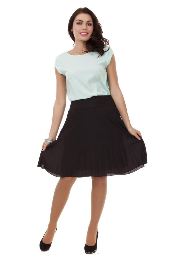 Юбка PezzoЮбки<br>Демисезонная модная юбка Pezzo черного цвета. Изделие выполнено из полиэстера. Дополнено затяжкой в виде молнии сбоку и поясом в тон юбке. Форма этой модели – полусолнце. Плиссированная юбка прикрывает колени, но при этом показывает красоту ног. Сочетается с разными фактурами и цветами.<br><br>Размер RU: 44<br>Пол: Женский<br>Возраст: Взрослый<br>Материал: полиэстер 100%<br>Цвет: Чёрный