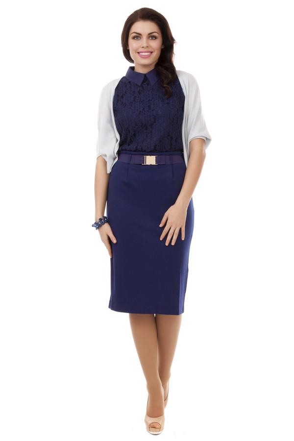 Юбка Just ValeriЮбки<br>Элегантная юбка карандаш Just Valeri итальянской длины представлена в темно-синем цвете. Изделие дополнено: поясом на талии с металлической застежкой, шлицем и застежкой-молния на спинке.<br><br>Размер RU: 44<br>Пол: Женский<br>Возраст: Взрослый<br>Материал: полиэстер 70%, спандекс 4%, район 26%<br>Цвет: Синий