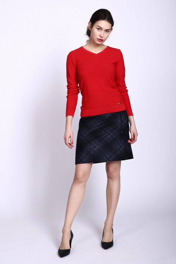 Юбка GardeurЮбки<br>Юбка синего цвета фирмы Gardeur. Ткань состоит из 54% полиакрила, 22% полиэстера и 24% шерсти. Модель выполнена прямым покроем. Юбка дополнена поясом с эластичной лентой, потайной молнией. Изделие имеет клетчатый принт. В сочетании с различными блузами и пуловерами юбка создаст женственный образ.