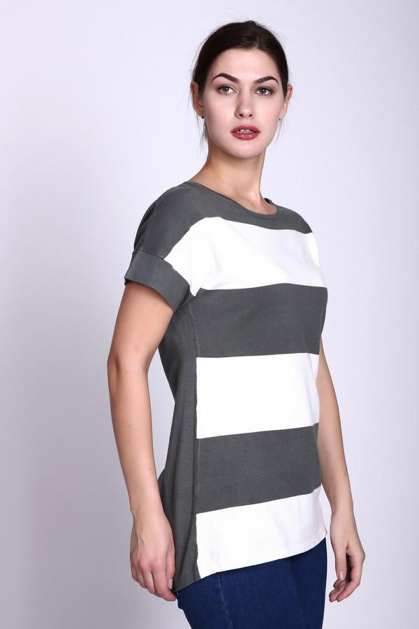 Пуловер PezzoПуловеры<br>Пуловер серого цвета фирмыPezzo.Ткань состоит из 80% вискозы, 20% нейлона. Модель прямого покроя. Пуловер дополнен округлым воротом, коротким рукавом. Длинна изделия до бедер. Переднее полотно имеет полосатый принт. Горизонтальные полосы создают романтический образ и такая модель прекрасно будет гармонировать с брюками.