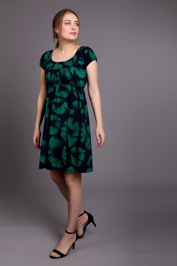 Короткое платье PezzoКороткие платья<br>Женское платье-туника от бренда Pezzo. Это платье длиной до середины бедра, с круглым вырезом и рукавами-колокольчиками на резинке. Платье свободное от груди. Материал платье состоит из смеси полиэстера и спандекса. Данная модель представлена в черном цвете с зеленым тропическим принтом.<br><br>Размер RU: 46<br>Пол: Женский<br>Возраст: Взрослый<br>Материал: полиэстер 95%, спандекс 5%<br>Цвет: Зелёный