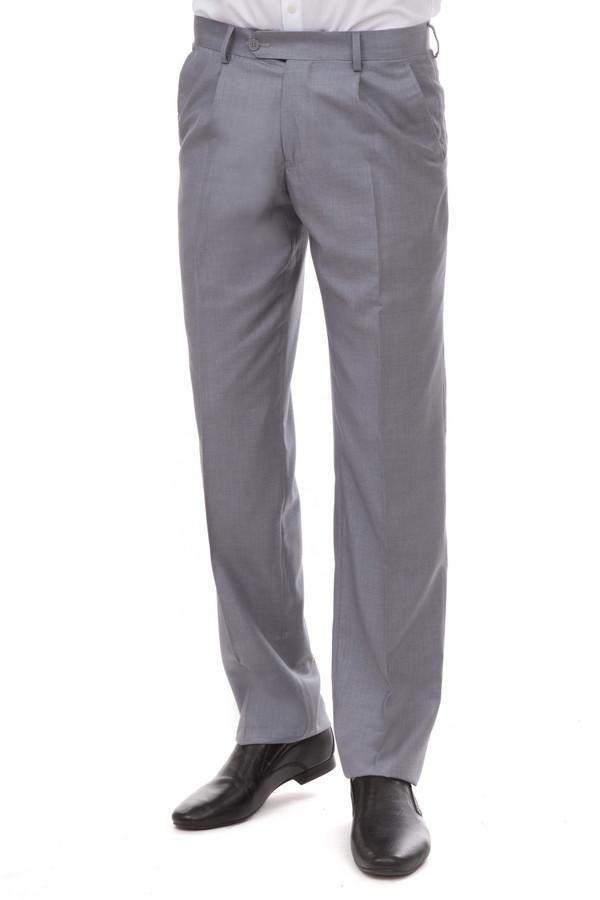 Классические брюки PezzoКлассические брюки<br>Мужские брюки от бренда Pezzo серого цвета. Покрой этих брюк классический со средней посадкой. Изделие дополнено: поясом с шлевками для ремня, двумя боковыми карманами, двумя прорезными карманами с пуговицами и классическими стрелками. Центральная застежка-молния с крючком-петля и пуговицей. Это отличная альтернатива костюмным черным брюкам. Они идеально сочетаются с различными рубашками.<br><br>Размер RU: 54<br>Пол: Мужской<br>Возраст: Взрослый<br>Материал: вискоза 20%, полиэстер 80%<br>Цвет: Серый