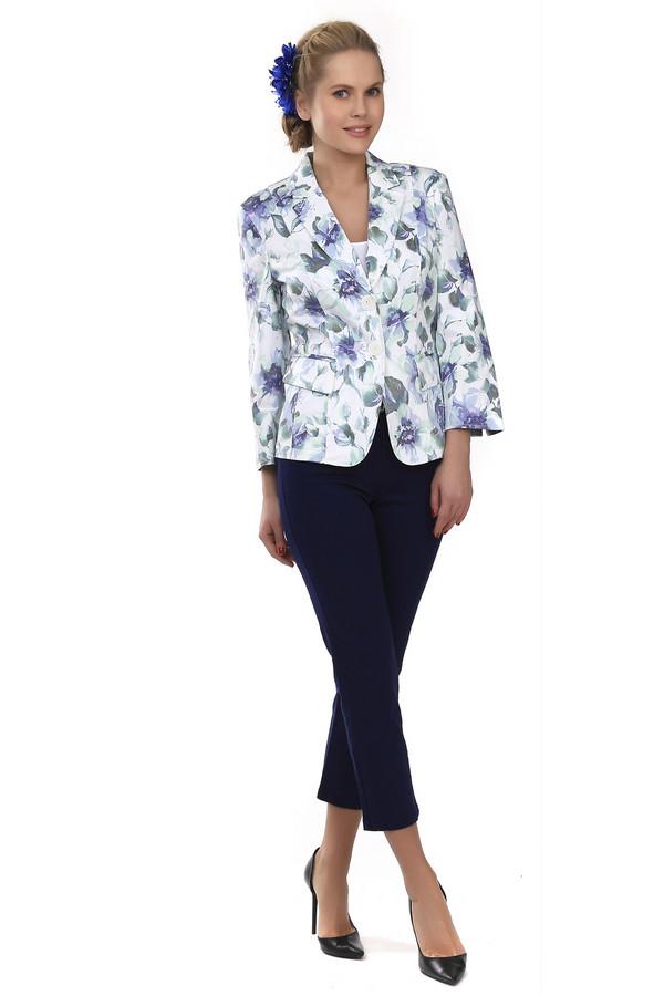 Капри PezzoКапри<br>Классические женские брюки-капри от бренда Pezzo. Капри выполнены в темно-синем цвете и плотно сидят по фигуре. Брюки-капри дополнены боковыми карманами и задними, которые декорированы стразами. На поясе расположены шлевки для ремня. Центральная часть застегивается на молнию и фиксируется на пуговицу. Изделие пошито из хлопка, с небольшим процентом эластана.<br><br>Размер RU: 46<br>Пол: Женский<br>Возраст: Взрослый<br>Материал: хлопок 98%, эластан 2%<br>Цвет: Синий