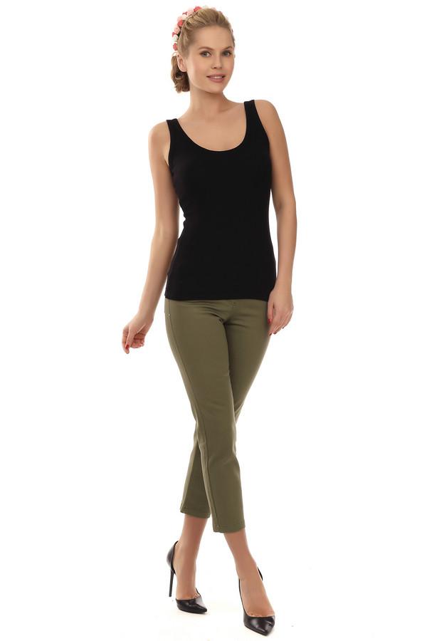 Капри PezzoКапри<br>Классические женские брюки-капри от бренда Pezzo. Капри цвета хаки плотно сидят по фигуре. Брюки-капри дополнены боковыми карманами и задними, которые декорированы стразами. На поясе расположены шлевки для ремня. Центральная часть застегивается на молнию и фиксируется на пуговицу. Изделие пошито из хлопка, с небольшим процентом эластана.<br><br>Размер RU: 42<br>Пол: Женский<br>Возраст: Взрослый<br>Материал: хлопок 98%, эластан 2%<br>Цвет: Зелёный