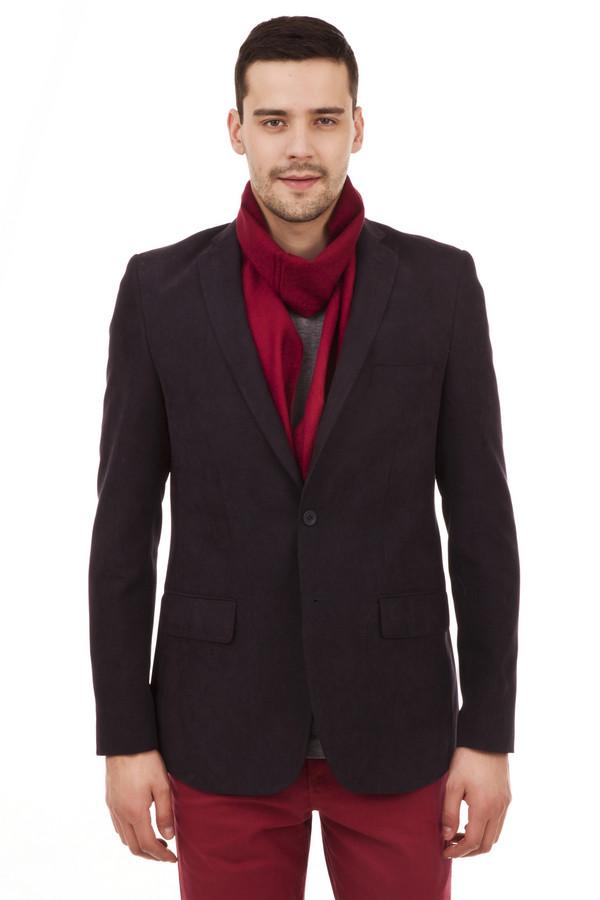 Пиджак PezzoПиджаки<br>Стильный темно-синий пиджак Pezzo прямого кроя. Изделие дополнено: отложным v-образным вырезом, четырьмя внутренними карманами, двумя внешними карманами и поролоновыми плечиками. Пиджак застегивается на пуговицы. Манжеты декорированы пуговицами.   Подкладка 100% полиэстер.<br><br>Размер RU: 52<br>Пол: Мужской<br>Возраст: Взрослый<br>Материал: нейлон 10%, полиэстер 90%<br>Цвет: Синий