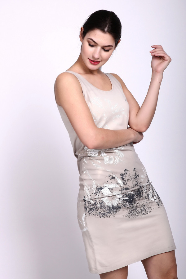 Платье Just ValeriПлатья<br>Платье бежевого цвета фирмы Just Valeri. Ткань состоит из 100% хлопка. Модель выполнена прямым фасоном. Платье дополнено круглым воротом, без рукавов с лямками. Такая модель гармонирует с различными деталями вашего гардероба. Ткань имеет разноцветный принт. В теплое время года создаст комфорт. Платье облегающего покроя, подчеркивает женские формы и при этом позволяет двигаться свободно.