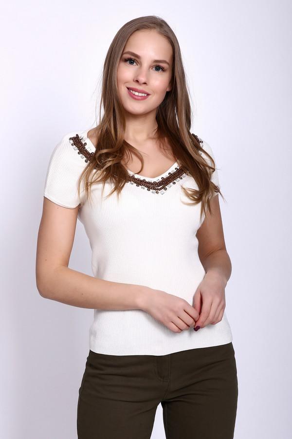Пуловер PezzoПуловеры<br>Пуловер женский белого цвета фирмы Pezzo. Модель выполнена прямым фасоном. Изделие дополнено округлым воротом с V - образным вырезом, короткими рукавами реглан. Передняя часть выреза украшена деревянными бусинами разного размера и стразами. Ткань состоит из 42% вискозы, 16% полиамида, 42% акрила. Сочетать можно с различными деталями вашего гардероба.