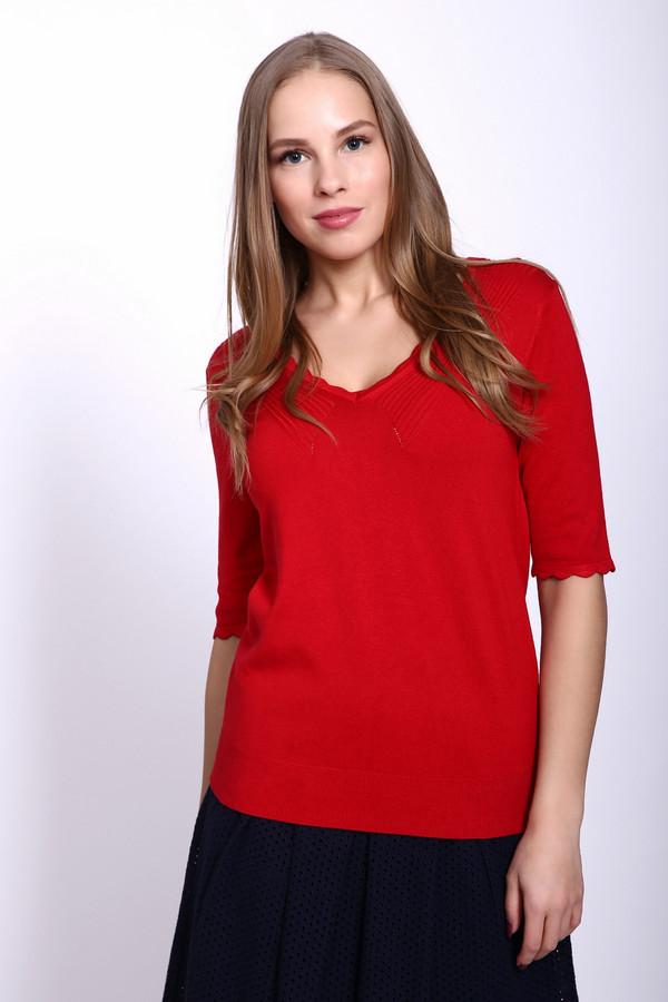 Пуловер PezzoПуловеры<br>Пуловер женский красного цвета фирмы Pezzo. Модель выполнена прямым фасоном. Изделие дополнено округлым воротом с V - образным вырезом, втачными, короткими рукавами. Рукава и вырез обшиты ажурной бейкой. Ткань состоит из 81% вискоза, 19% полиамида. Сочетать можно с различными брюками, юбками.