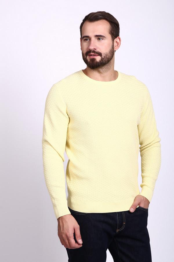 Джемпер PezzoДжемперы и Пуловеры<br>Джемпер мужской желтого цвета фирмы Pezzo. Модель выполнена прямым покроем. Изделие дополнено округлым воротом, втачными, длинными рукавами. Такая модель не сковывает движения. Гармонировать может с различными брюками.