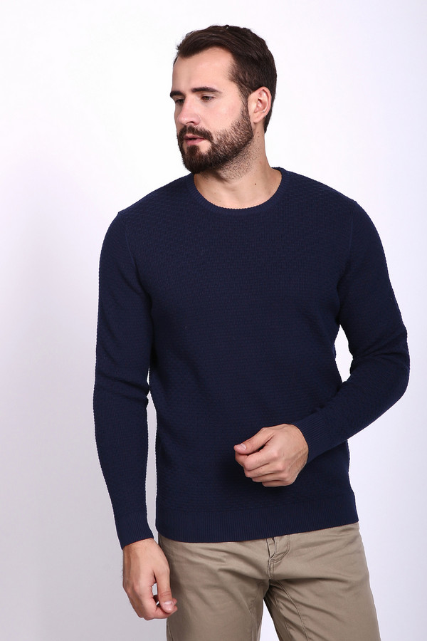 Джемпер PezzoДжемперы и Пуловеры<br>Джемпер мужской синего цвета фирмы Pezzo. Модель выполнена прямым покроем. Изделие дополнено круглым воротом, втачными, длинными рукавами. Ворот, низ и рукава заканчивает стягивающая резинка. Джемпер трикотажный может гармонировать с различными брюками.