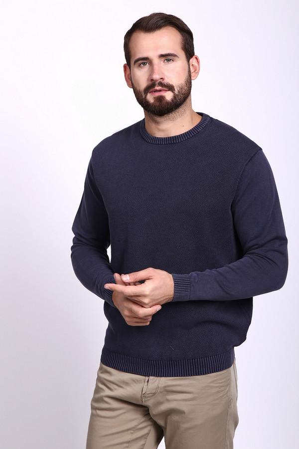 Джемпер PezzoДжемперы и Пуловеры<br>Джемпер мужской синего цвета фирмы Pezzo. Модель выполнена прямым покроем. Изделие дополнено округлым воротом, длинными, втачными рукавами. Трикотажный джемпер подчеркнет особенности вашей фигуры.