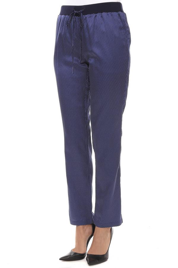 Брюки Just ValeriБрюки<br>Легкие летние брюки Just Valeri прямого кроя представлены из материала темно-синего цвета в белый горошек. Изделие дополнено широким эластичным поясом с регулируемым шнурком. Брюки выполнены из натурального хлопка в сочетании с шелком. В комплект к брюкам подходит  топ от бренда Just Valeri.<br><br>Размер RU: 50<br>Пол: Женский<br>Возраст: Взрослый<br>Материал: хлопок 65%, шелк 35%<br>Цвет: Синий