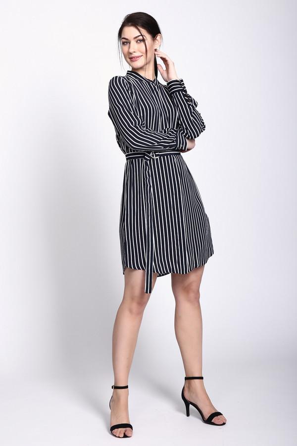 Платье TaifunПлатья<br>Платье черного цвета фирмы Taifun. Ткань состоит из 100% вискозы. Модель выполнена расклешенным покроем. Платье дополнено округлым воротом с разрезом на пуговицу, втачными, длинными рукавами с манжетой на пуговицу, тканевым поясом с металлической пряжкой. Ткань имеет полосатый принт. Вертикальные полосы вытягивают фигуру, делая ее стройнее.