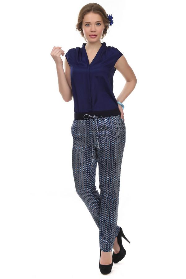 Брюки Just ValeriБрюки<br>Невероятно легкие летние брюки Just Valeri зауженного кроя представлены в сером цвете с геометрическим принтом. Изделие дополнено: широким эластичным поясом с регулируемым шнурком и боковыми карманам. Брюки выполнены из натурального материала приятного на ощупь. К брюкам в комплект прекрасно подходит  топ от бренда Just Valeri .<br><br>Размер RU: 48<br>Пол: Женский<br>Возраст: Взрослый<br>Материал: хлопок 65%, шелк 35%<br>Цвет: Разноцветный