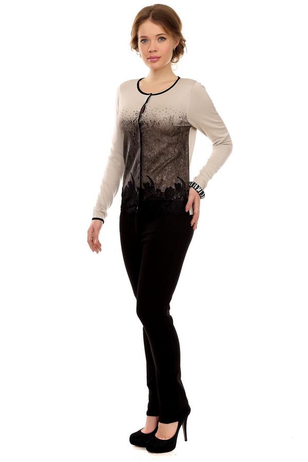 Брюки PezzoБрюки<br>Облегающие женские брюки от бренда Pezzo выполнены в черном цвете. Это слегка удлиненные брюки средней посадки. Благодаря уникальному составу материала, они очень хорошо тянутся. Изделие дополнено: поясом с шлевками для ремня, двумя карманами на молнии и двумя прорезными карманами на молнии. Центральная часть застегивается на молнию с пуговицей. Брюки классического черного цвета прекрасно будут смотреться как с рубашками, так и с кардиганами.<br><br>Размер RU: 48<br>Пол: Женский<br>Возраст: Взрослый<br>Материал: нейлон 33%, хлопок 64%, спандекс 3%<br>Цвет: Чёрный