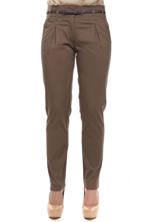 Брюки PezzoБрюки<br>Женские брюки от бренда Pezzo приятного светло-коричневого цвета. Это брюки классического покроя, с выточками на верхней передней части. Изделие дополнено: шлевками для ремня, двумя боковыми карманами, двумя прорезными карманами сзади и застежкой-молния с пуговицей. В комплект входит элегантный тонкий лакированный поясок контрастного цвета. Такие брюки отлично смотрятся с блузами и рубашки.<br><br>Размер RU: 46<br>Пол: Женский<br>Возраст: Взрослый<br>Материал: эластан 3%, хлопок 97%<br>Цвет: Коричневый