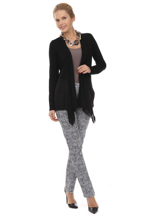 Брюки PezzoБрюки<br>Женственные брюки-дудочки от бренда Pezzo. Это брюки с высокой талией. Они пошиты из ткани с принтом бело-черных ажурных узоров в стиле барокко. Изделие дополнено: шлевками для ремешка, пятью карманами и застежкой-молния с пуговицей. Они выглядят очень модно и оригинально.<br><br>Размер RU: 42<br>Пол: Женский<br>Возраст: Взрослый<br>Материал: хлопок 98%, спандекс 2%<br>Цвет: Белый