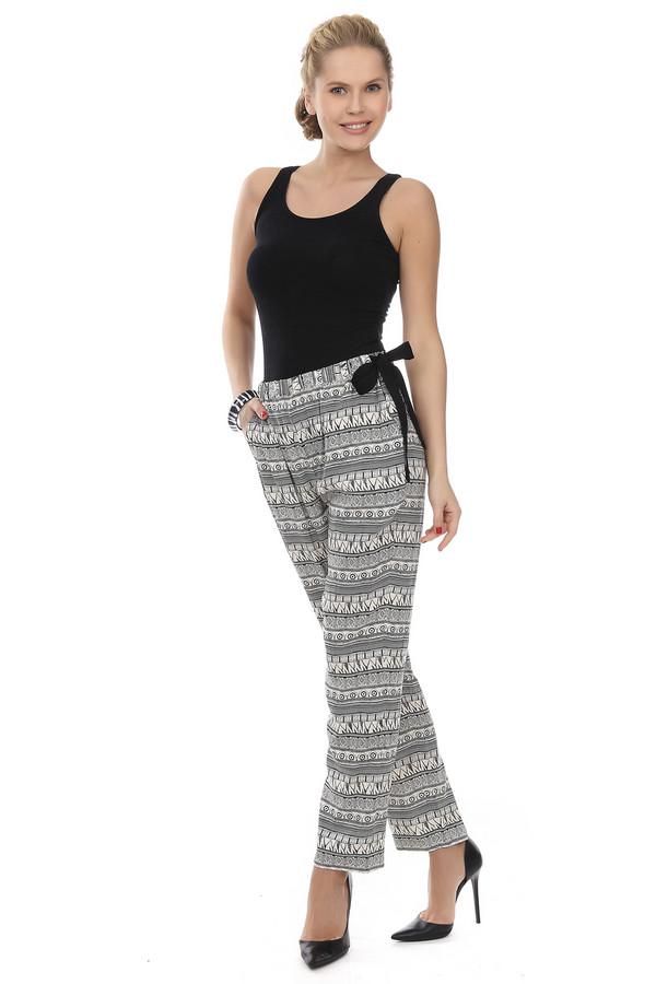 Брюки Just ValeriБрюки<br>Летние брюки от бренда Just Valeri прямого кроя выполнены из легкого материала белого цвета с геометрическим черным принтом. Изделие дополнено: эластичным поясом с регулируемой лентой сбоку и двумя боковыми карманами. В комплект к брюкам идеально подходит  блуза Just Valeri .<br><br>Размер RU: 42<br>Пол: Женский<br>Возраст: Взрослый<br>Материал: район 100%<br>Цвет: Разноцветный