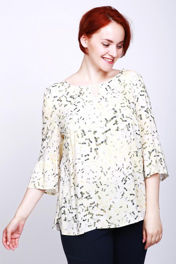 Блузa LebekБлузы<br>Блуза женская фирмы Lebek. Модель выполнена прямым покроем. Ткань имеет принт. Изделие дополнено округлым воротом, втачными рукавами с манжетой волан, боковыми разрезами. Базовая деталь объединит весь ваш наряд.